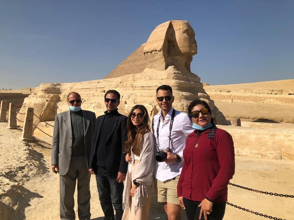 من بولو جي إلى مينا مسعود... 5 مشاهير عالميين في الأهرامات في شهر يناير