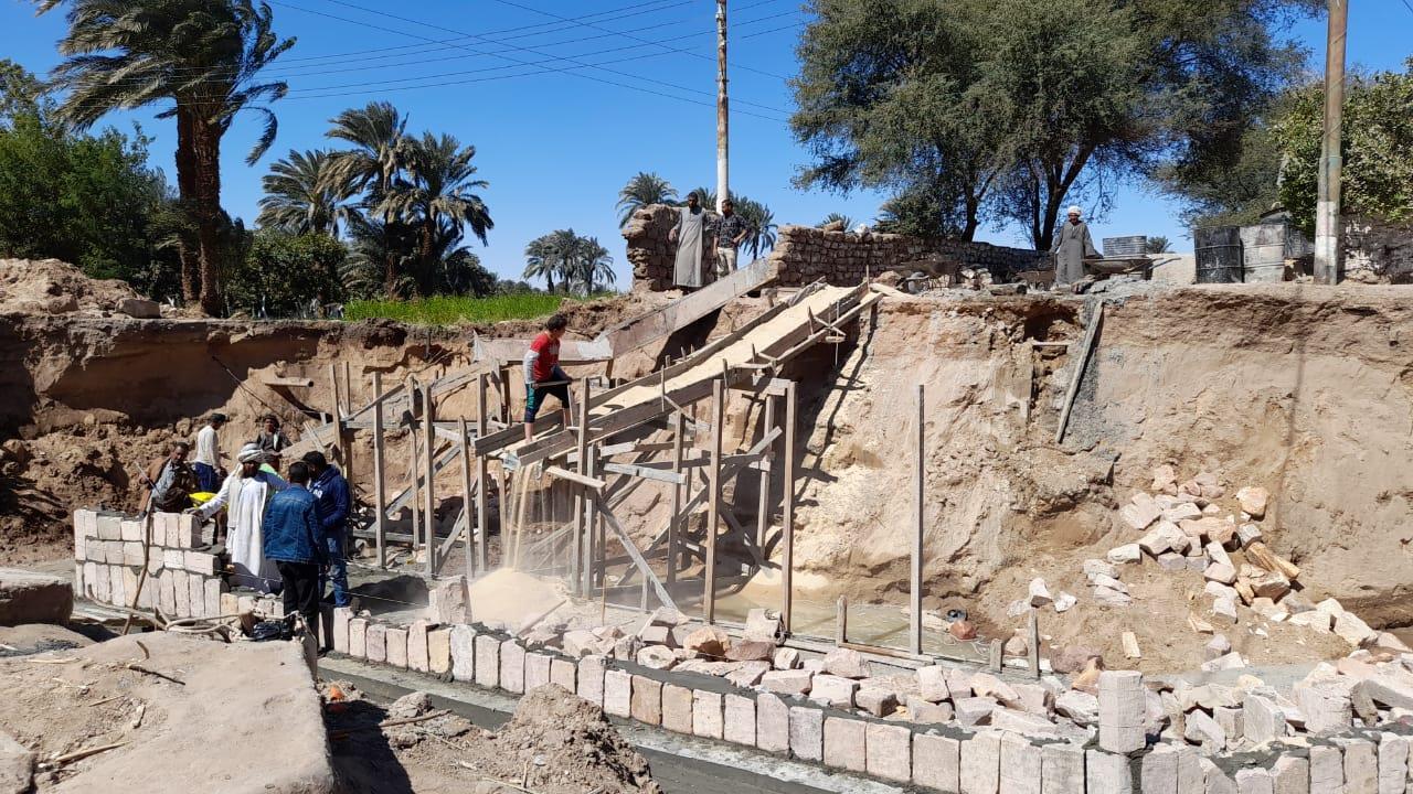إحلال وتجديد كوبري خرسانة مسلحة والحجارة الدبش على ترعة حاجر المريس بقرية المريس