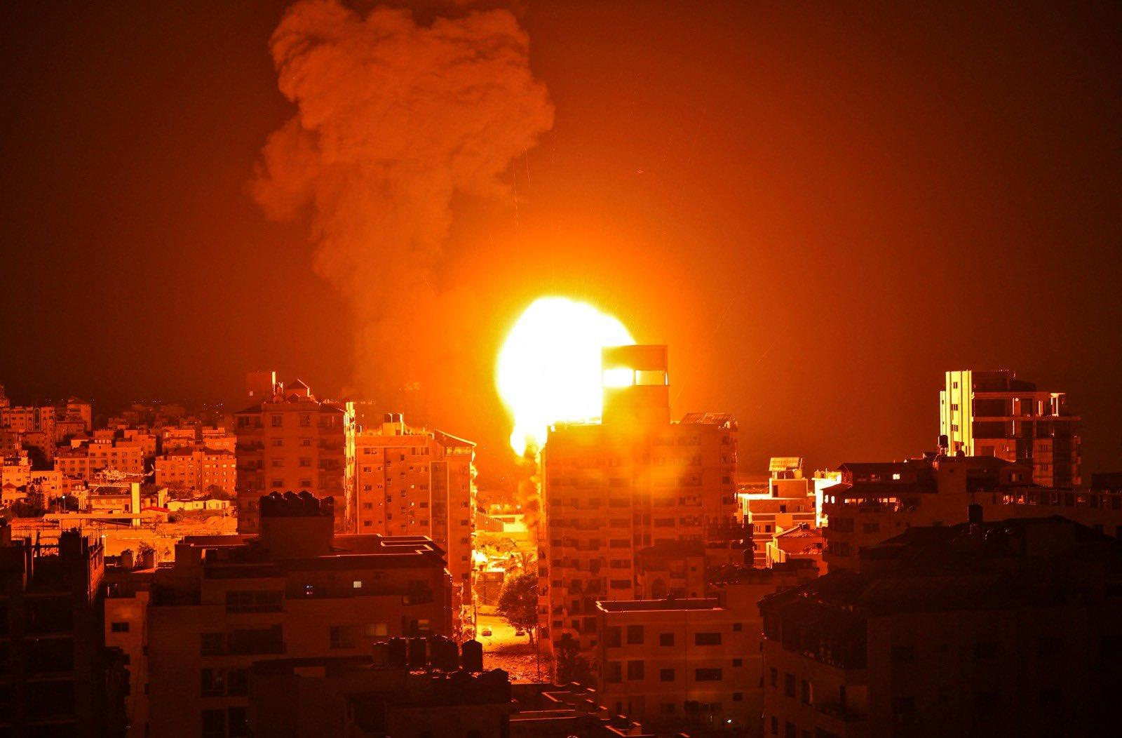 قصف غزة بأكثر من 100 غارة في اليوم الثامن للمواجهات