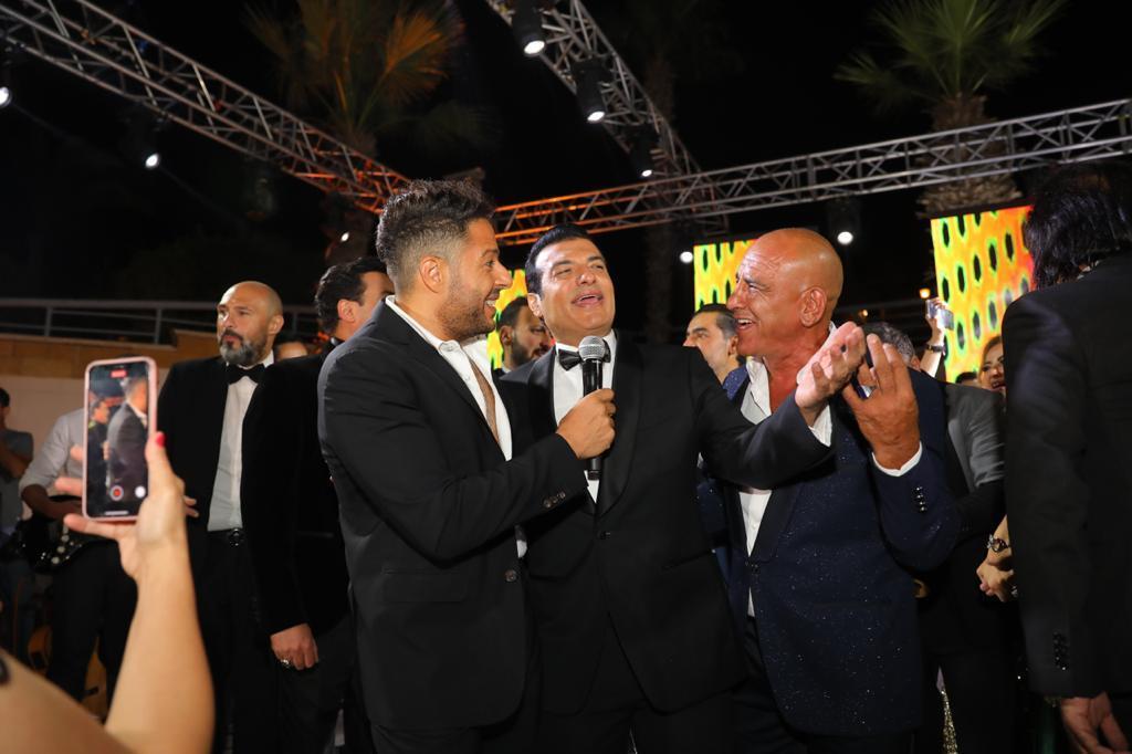 بالصور .. حماقي يحي زفاف نجل مصطفي قمر ويشعل وصلات الرقص بين العروسين