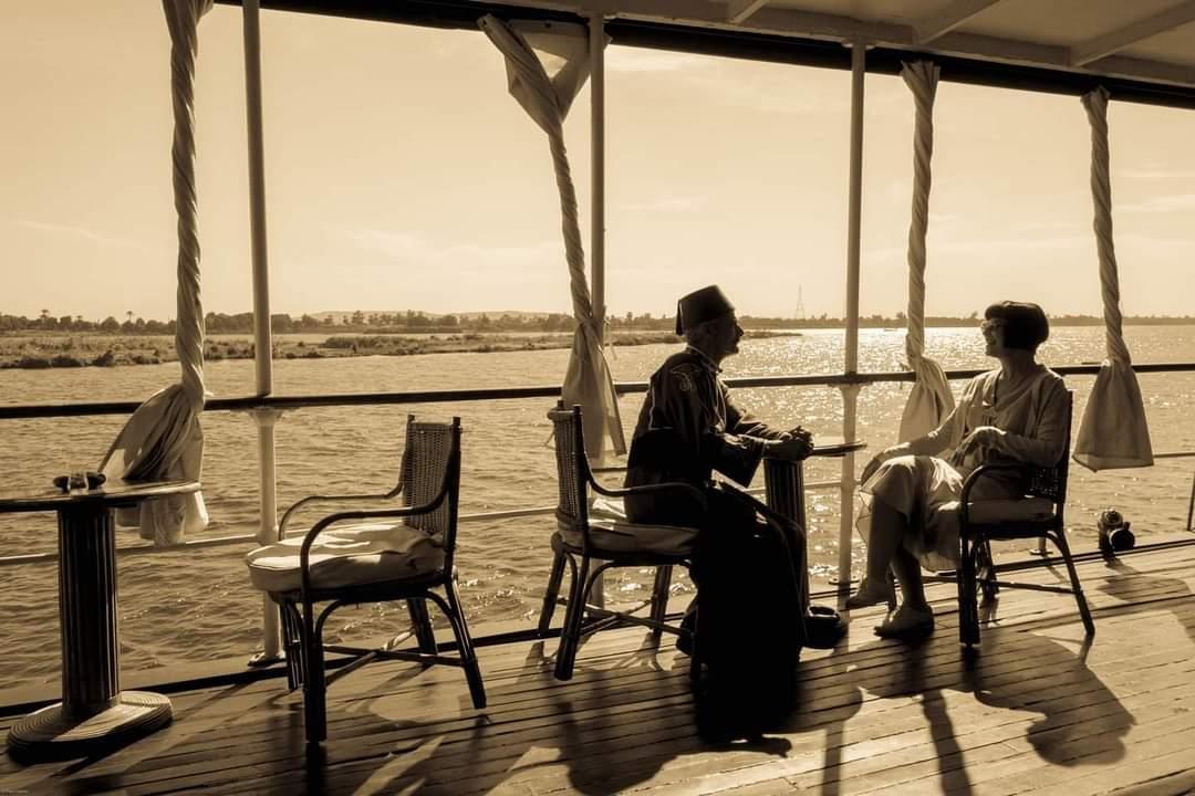 اجانب يعيشون تجربة القرن الماضي في الاقصر و اسوان