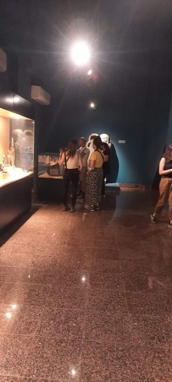 بالصور... زيارة مجموعة من السُياح الاسبان لمتحف ملوي