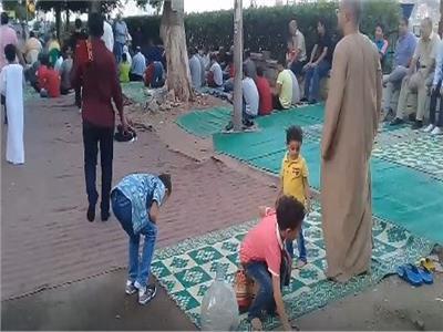 شاهد  لحظة استقبال المنيل لصلاة عيد الأضحى