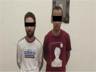 حبس عاطلين لترويجهما لمخدر الحشيش بالتجمع الأول