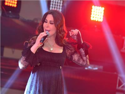 إليسا تظهر بإطلالة أنيقة في حفل القاهرة