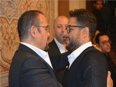 صور  يسرا وعمرو أديب وحماقي والجداوي في عزاء والدة هشام عباس