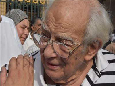 صور  انهيار رشوان توفيق أثناء تشييع جنازة زوجته