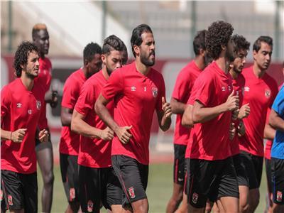 محسن وبادجي يقودان هجوم الأهلي أمام نادي مصر