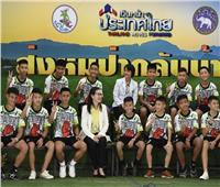 فيديو وصور| أول ظهور لأطفال «كهف تايلاند»: نجونا بمعجزة