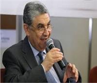 «شاكر» يشهد توقيع عقد تشغيـل وصيانـة المحطات العملاقة الثلاث مع «سيمنس»