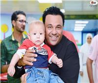 محمد فؤاد يزور مرضى مركز الأورام بجامعة المنصورة