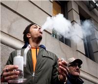 صور| المئات يحتفلون في الشوارع.. «الحشيش» قانوني في كندا