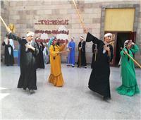 صور| «فرقة الأقصر» ترقص بالعصا في متحف النيل
