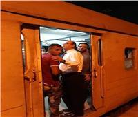 صور| جولة مفاجئة لرئيس «خدمات السكك الحديد».. وإيقاف فردي أمن إداري عن العمل