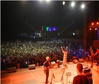 صور| «6 باندات ويوم مزيكا».. مهرجان «بلاك أند وايت» يُشعل الرحاب