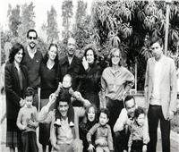 في مئويته| لقطة نادرة للسادات وسط أحفاده وعائلته