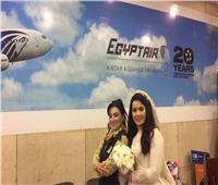 صور  مصرللطيران تحتفي بعروسة في مطار القاهرة
