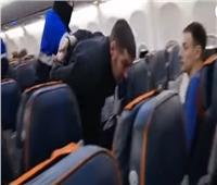 شاهد  لحظة القبض على خاطف الطائرة الروسية