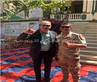 تامر عبدالمنعم يدلي بصوته في استفتاء التعديلات الدستورية