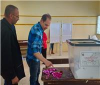 رامي إمام يدلي بصوته في الاستفتاء على التعديلات الدستورية 2019