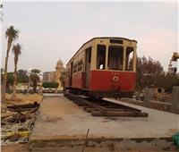 صور| وصول إحدى أقدم عربات ترام مصر الجديدة لحديقة قصر البارون