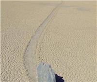 حيرت العلماء.. حجارة متحركة بدون أي تدخل بشري أو حيواني