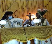 الأنبا باخوم يزور كنيسة عذراء السجود والقديسة هيلانة للأقباط الكاثوليك
