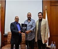 رؤوف عبدالعزيز: الجمهور لم يطالب بإيقاف «الطاووس» وتضامن معه.. فيديو