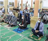 محافظ سوهاج يؤدي صلاة عيد الفطر بمسجد «الشرطة» بمدينة ناصر