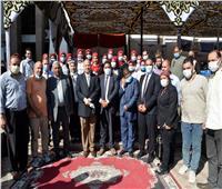 محافظ أسيوط يوزع عقود ومشروعات لـ 103 أسر ضمن «حياة كريمة»