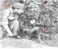 كتائب المحاربات..سامية جمال ترتدي زيا عسكريا وتحمل السلاح