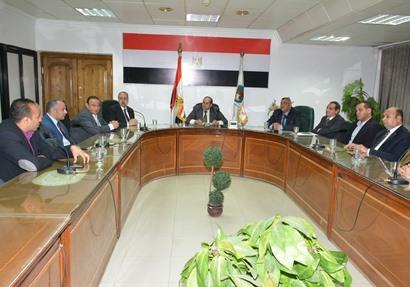 المحافظ يلتقى مجلس ادارة نادى سوهاج  الجديد