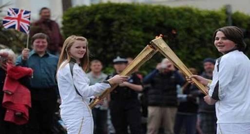 الشعلة الأولمبية ترتفع إلى سماء العاصمة البريطانية