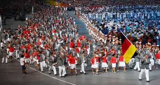 """آلاف الرياضيين بالأولمبياد يسيرون بإيقاع """"منتظم"""" باستخدام """"جهاز سري"""""""