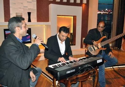 "عمرو الليثي يعزف ""اورج"" مع رامي صبري في""بوضوح"""