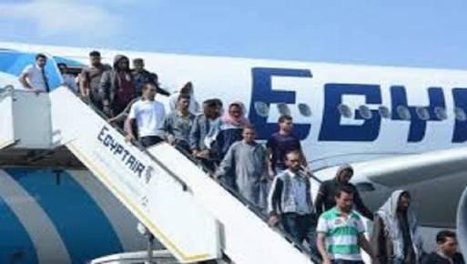 وصول 371 مصريا عائدا من ليبيا