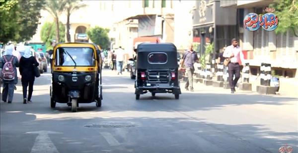 التوك توك يخترق قواعد المرور في وسط البلد