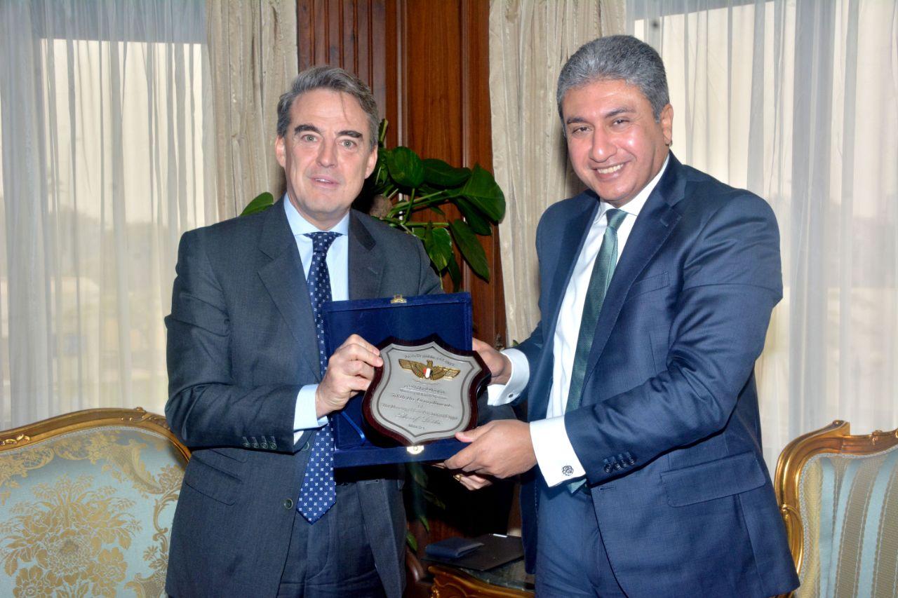 وزير الطيران مع الرئيس التنفيذي لـ IATA