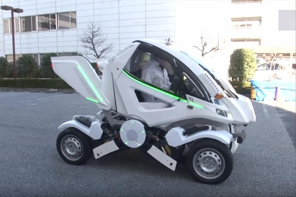 سيارة كهربائية تقوم بطي نفسها