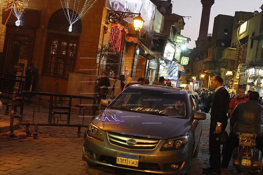 سير السيارات في شارع المُعز