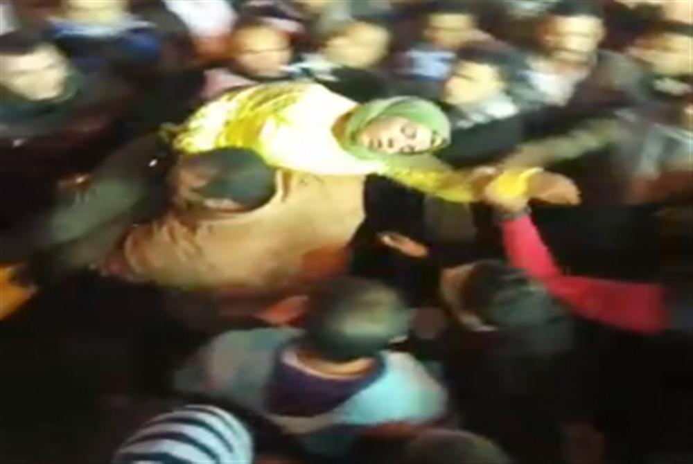فتاة في حالة إغماء خلال احتفالات المولد الحسين
