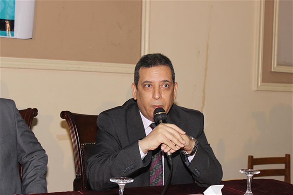 الدكتور صلاح غنيم مدير الأكاديمية