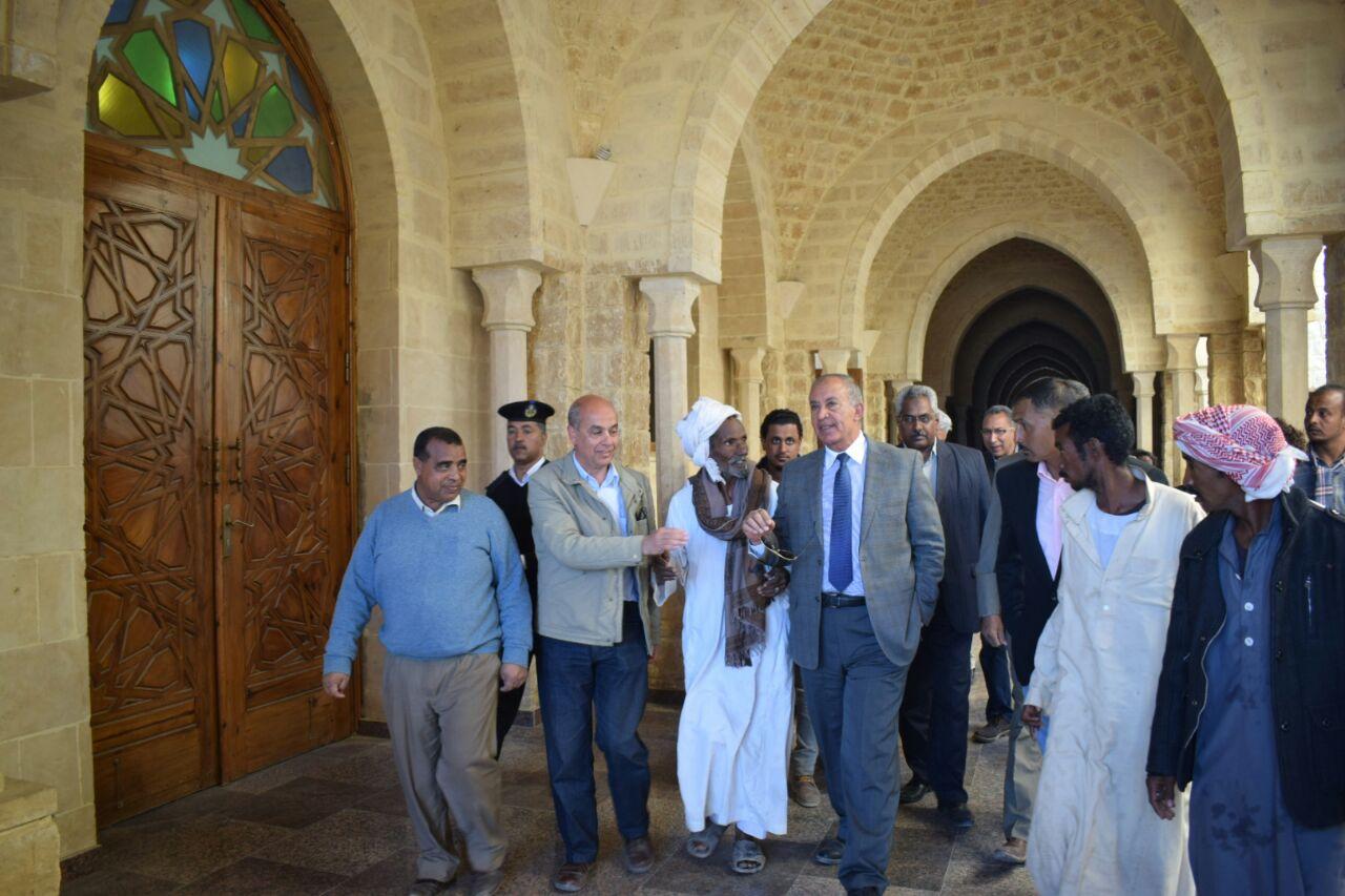 المحافظ خلال تفقد مدينة مرسى علم