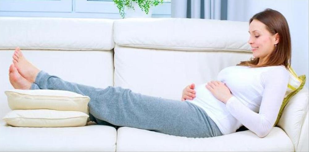نصائح هامة لتجنب تورم القدمين أثناء الحمل
