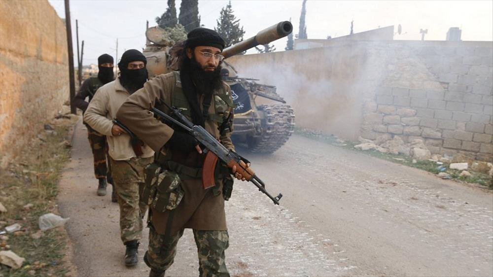 """معارك عنيفة بين """"داعش"""" والفصائل المسلحة في إدلب"""