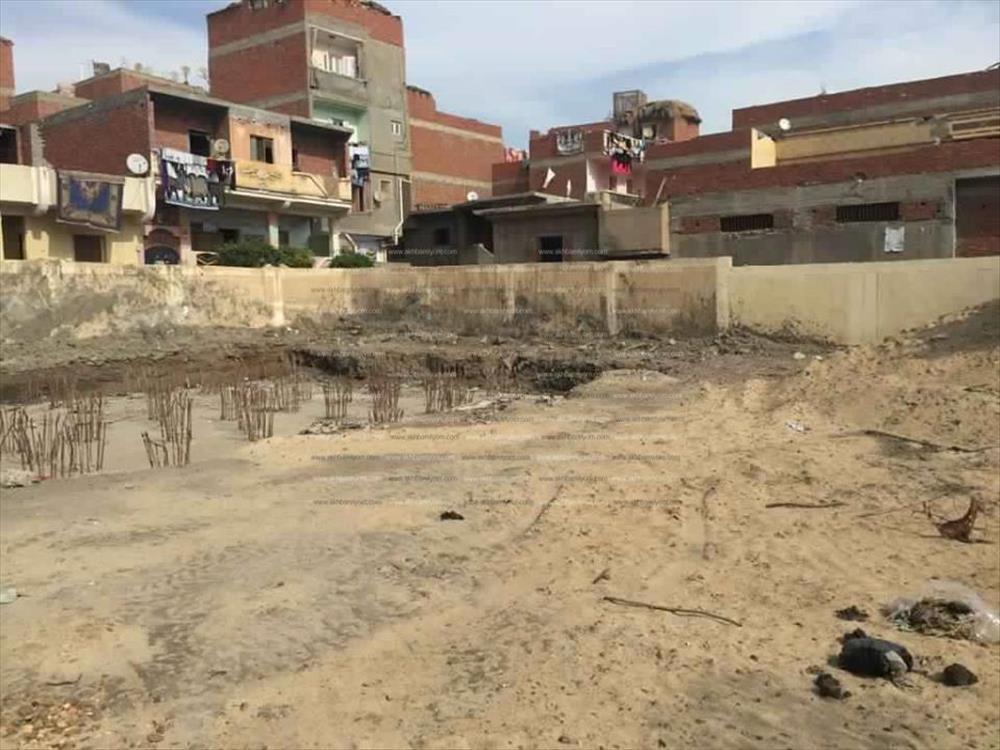 الأرض المخصصة لإنشاء المدرسة