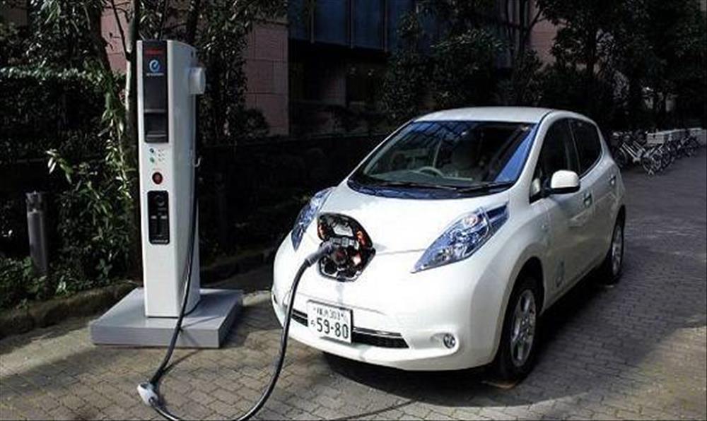 أول سيارة تعمل بالكهرباء