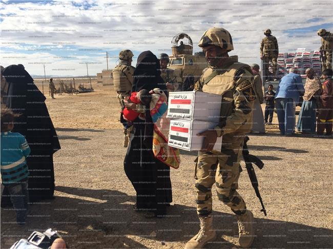 القوات المسلحة تحرص على توفير المواد والسلع الغذائية لأهل العريش