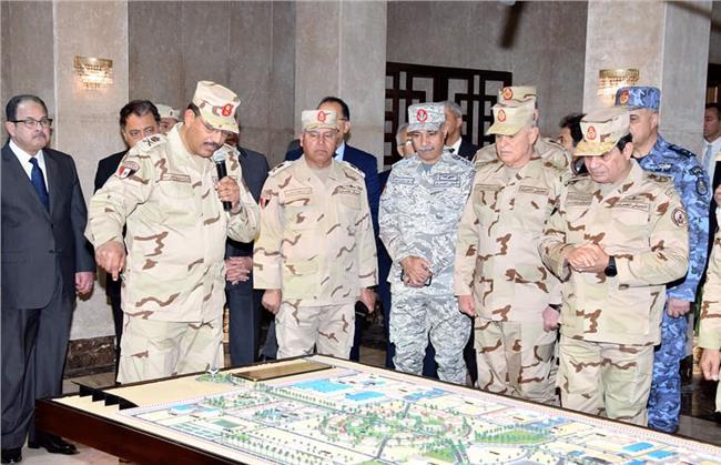 السيسي يزور القيادة الموحدة لشرق القناة بالزي العسكري