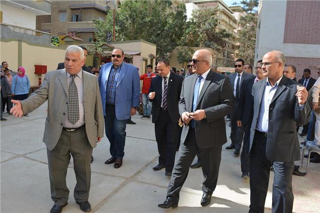 تنظيم الزيارات للمدارس لتوعية الطلبة بالدور الذى يقوم به رجال الأمن